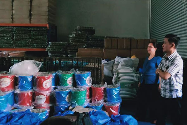 Mayor Jaime Fresnedi inspects relief packs to be distributed to victims of the Taal Volcano eruption situated in several evacuation centers. Muntinlupa City Government provided relief packs in the cities and municipalities of Calaca, Alfonso, Nasugbu, Batangas, Bauan, San Pascual, Balayan, and Sto. Tomas last January 15