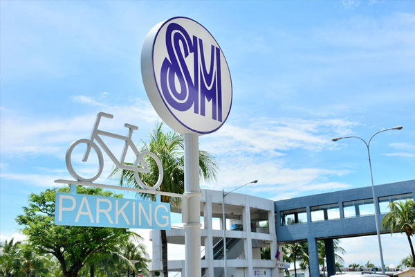 SM will build a connected network of bike lanes on all roads in the Mall of Asia Complex stretching up to 18 kilometers, including a dedicated bike lane along J.W Diokno Boulevard.