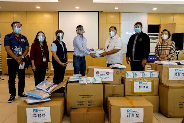 The CODE Team, led by Budget Sec. Wendel Avisado, turned over 5,000 sets of personal protective equipment, including 10,000 masks and 5,000 face shields, to the City Government of Navotas / PIO Navotas