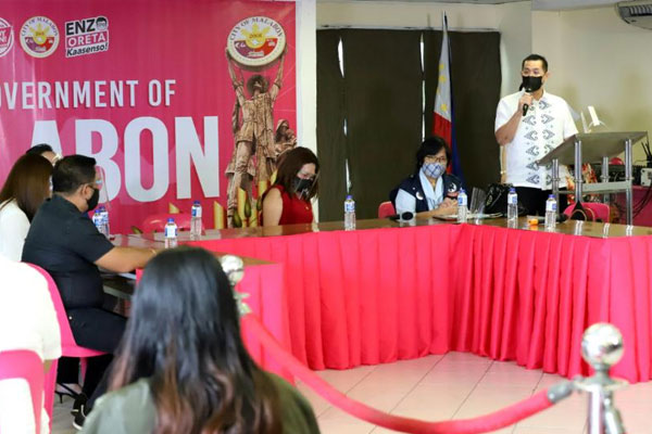 Malabon Mayor Lenlen Oreta speaks during the visit of the Covid-19 Coordinated Operations to Defeat Epidemic (CODE) team, led by the National Task Force (NTF) and the Inter-Agency Task Force for the Management of Emerging Infectious Diseases (IATF) in Malabon City on Tuesday (Feb. 3, 2021) / PNA
