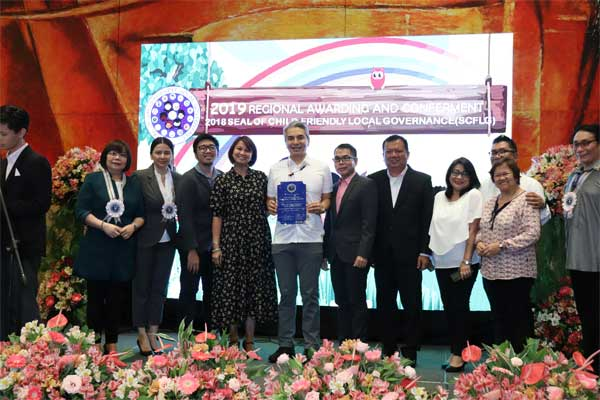 Mayor Toby Tiangco, together with members of the Navotas City Council for the Protection of Children, received the SCFLG during the awarding ceremony at Sofitel Hotel in Pasay