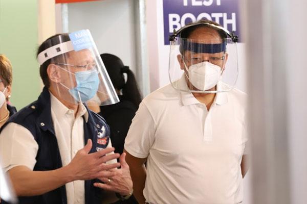 Vaccine czar Secretary Carlito Galvez Jr. (right) and Health Secretary Francisco Duque III (left). / PNA