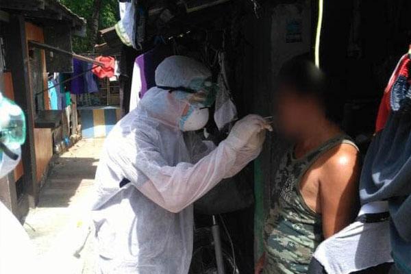 Caloocan City Health Department COVID-19 swab testing in Brgy. 176 / Photo Courtesy of Facebook / MayorOscarocaMalapitan