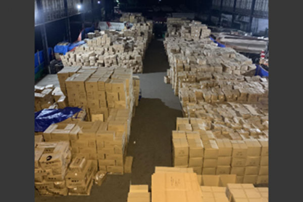 A total of 200 boxes of KN95 face masks worth PHP21 million were confiscated from two Chinese nationals in an entrapment operation in Taguig City on Friday night (June 19, 2020) / PNA