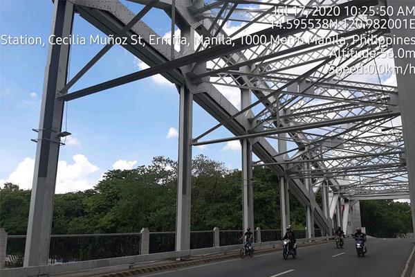 Quezon Bridge in Manila / DPWH