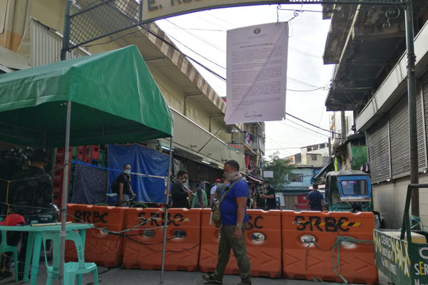 3-day calibrated lockdown begins in several streets in Baclaran, Paranaque City / Twitter / Anjo Bagaoisan