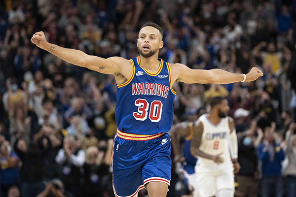 October 21, 2021; San Francisco, California, USA; Golden State Warriors guard Stephen Curry (30) celebrates against the LA Clippers during the fourth quarter at Chase Center. Kyle Terada-USA TODAY Sports