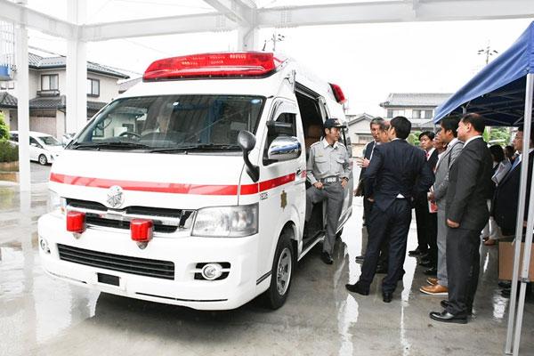 Mayor Marcy inspects the ambulances donated by Sakai Town to Marikina City / Marikina PIO